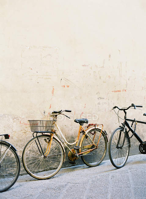 Vintage bicycles parked — Stock Photo