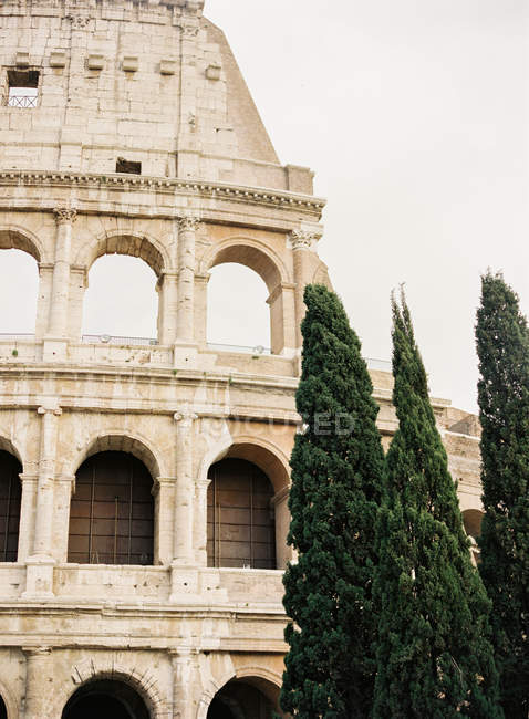 Колізей екстер'єр проти неба — стокове фото