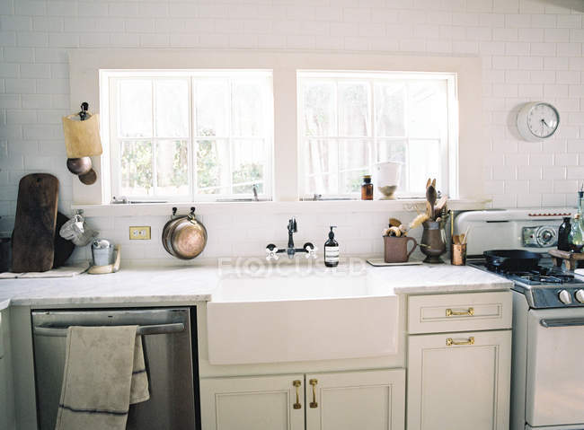 Interior de cocina doméstica - foto de stock