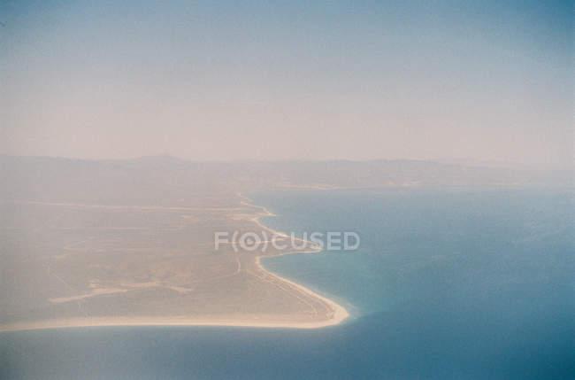 Аэрофотоснимок береговой линии — стоковое фото