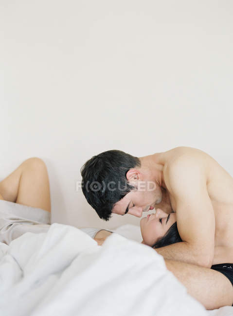 Man holding and kissing woman — Stock Photo