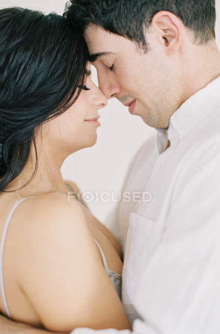 Couple hugging and looking at each other — Stock Photo