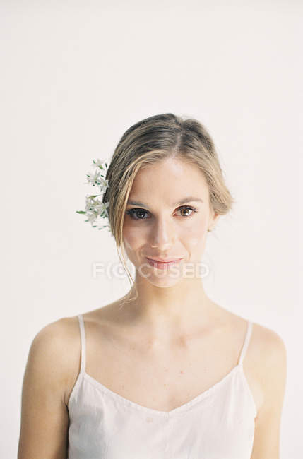 Woman with white flowers in hair — Stock Photo