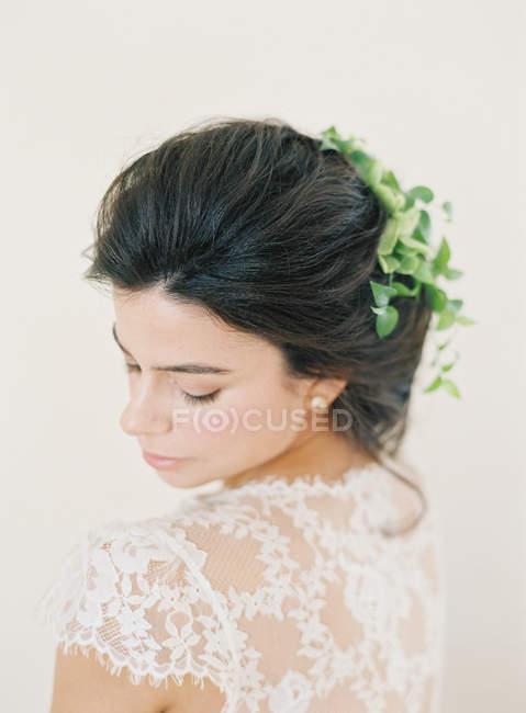 Жінка в весільну сукню — стокове фото