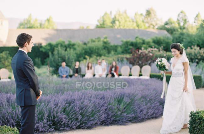 Mariée et marié à la cérémonie de mariage — Photo de stock