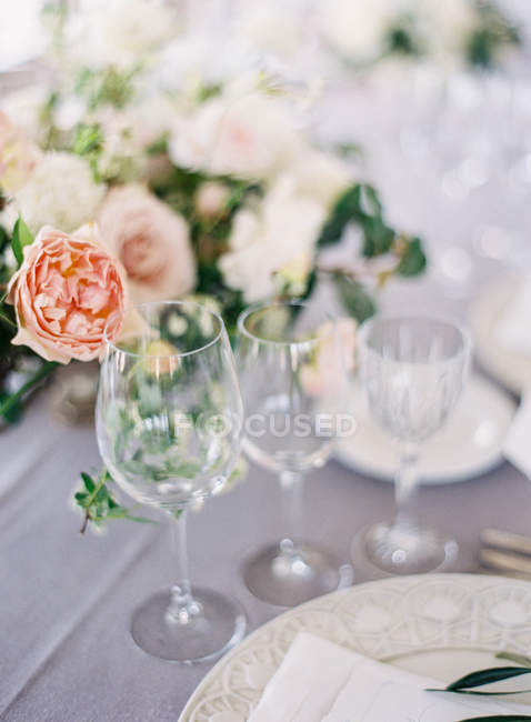 Wine glasses arranged on wedding table — Stock Photo