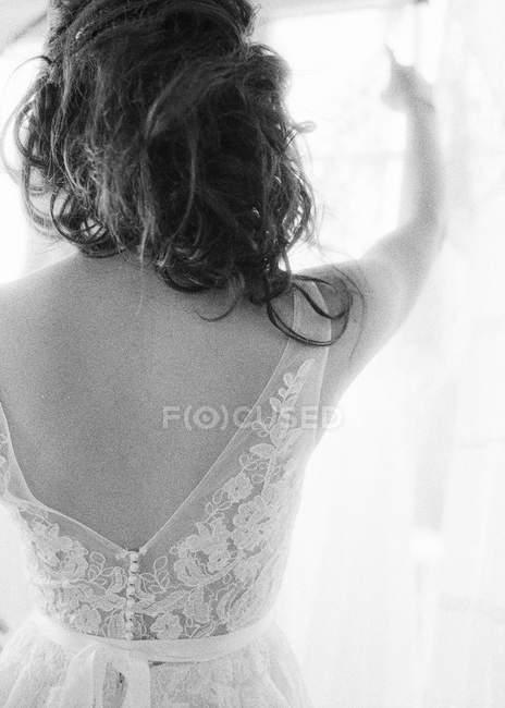 Вибираючи весільні сукні нареченої — стокове фото