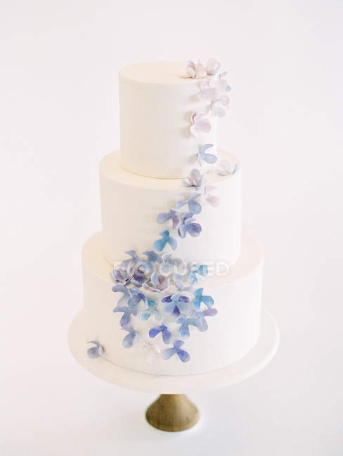 Wedding cake with floral decoration — Stock Photo
