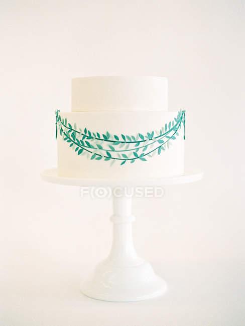 Hochzeitstorte mit Blumenschmuck — Stockfoto