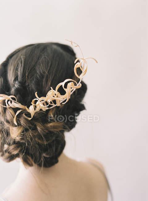 Жінка волосся з декоративний вінок — стокове фото