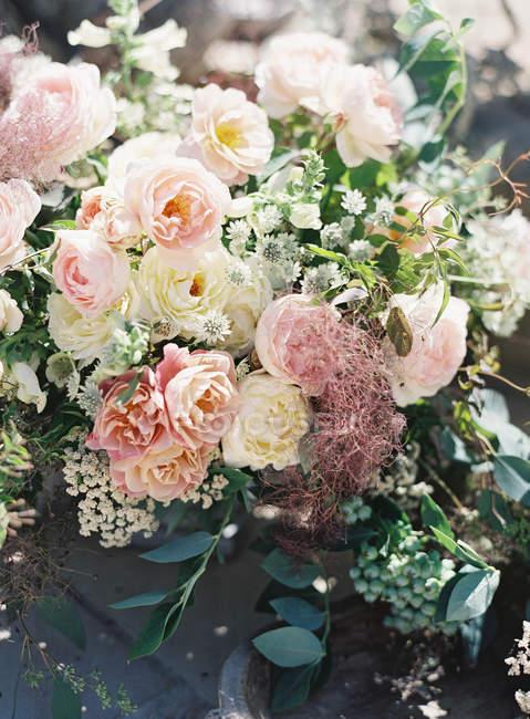Elegant bouquet with roses — Stock Photo