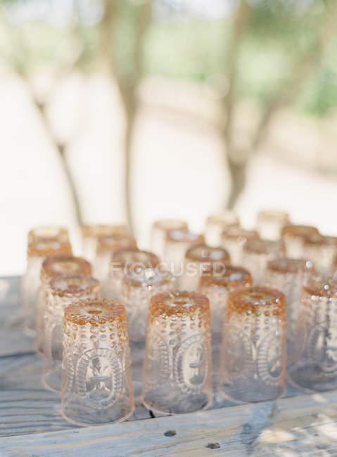 Bicchieri vuoti all'insù — Foto stock