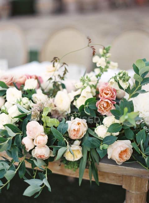 Mazzo Di Fiori Elegante.Bouquet Di Fiori Eleganti Foglie Stile Stock Photo 156658104