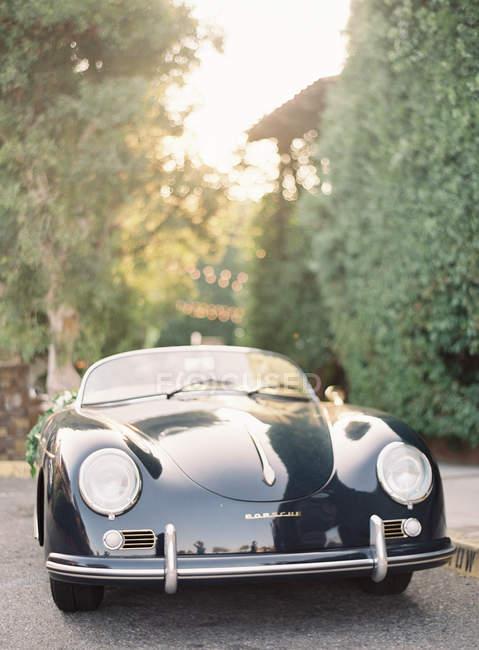 Negro coche retro - foto de stock