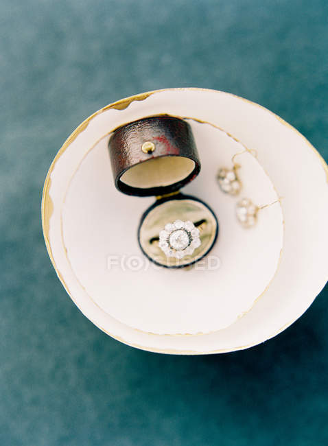 Precious ring and earrings with gems — Stock Photo