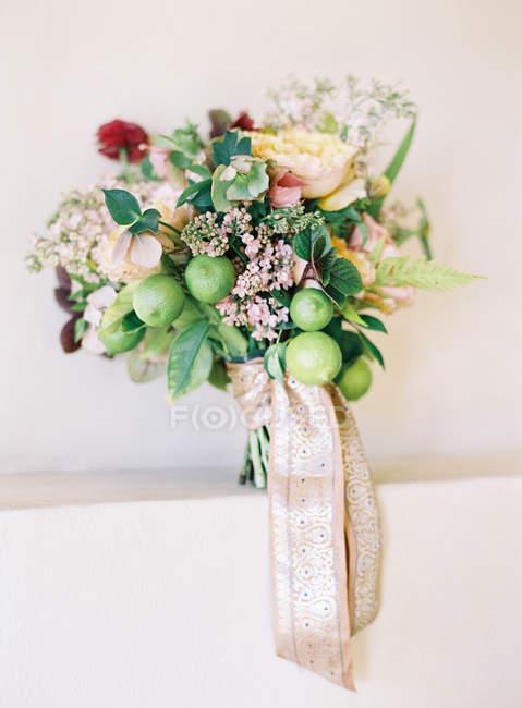 Elegant wedding bouquet — Stock Photo