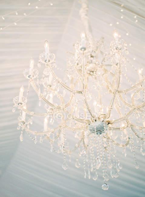 Kronleuchter Beleuchtung im Zimmer — Stockfoto