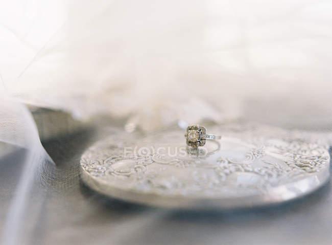 Старинный обручальное кольцо с жемчужиной — стоковое фото
