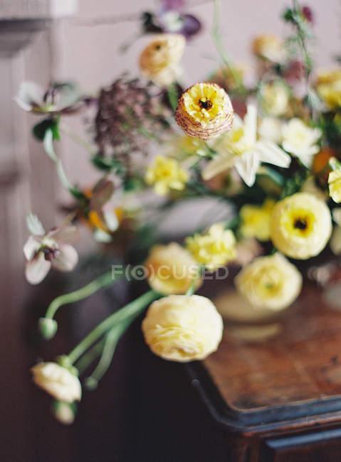 Свежий букет цветов — стоковое фото