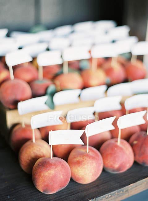 Свіжих персиків етикетки прапори — стокове фото