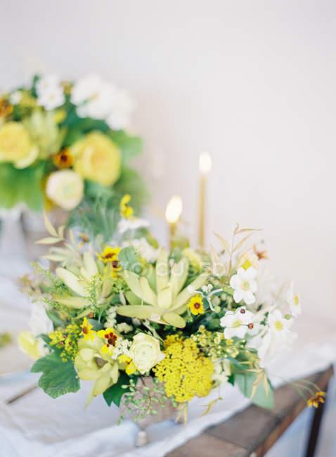 Blumensträuße von frischen Schnittblumen — Stockfoto