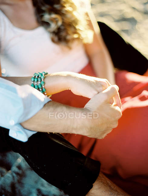 Young couple holding hands — Stock Photo