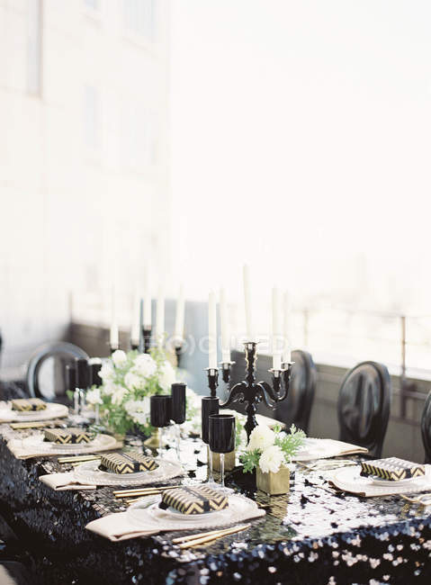 Wedding table with flowers — Stock Photo