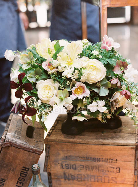 Beautiful floral arrangement — Stock Photo