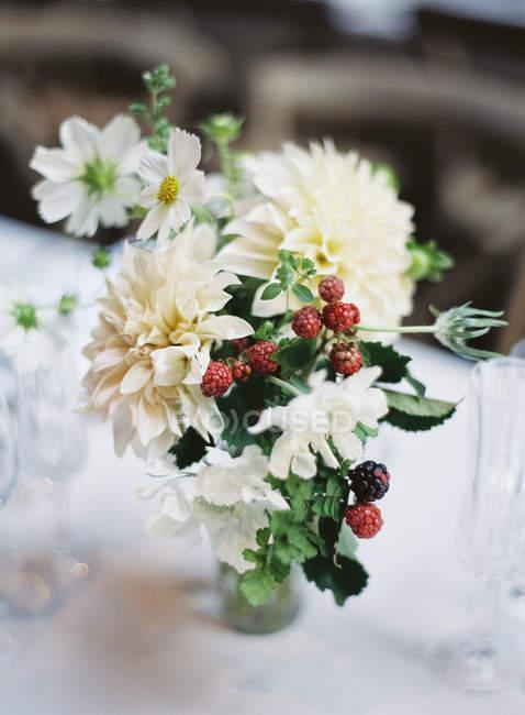 White bouquet with raspberries — Stock Photo
