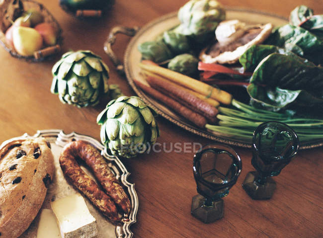 Assortment of organic vegetables on table — Stock Photo