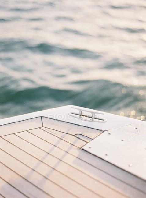 Deck do iate com amarração post — Fotografia de Stock
