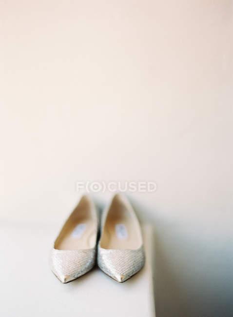 Bridal glossy shoes — Stock Photo