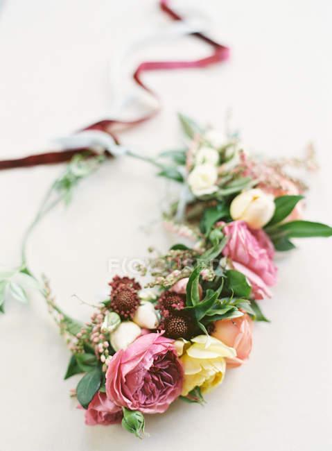 Свежая цветочная корона — стоковое фото