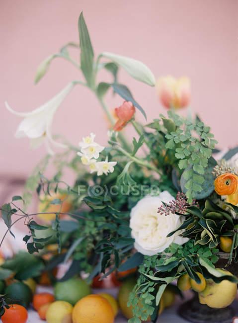 Ramo de flores de verano - foto de stock