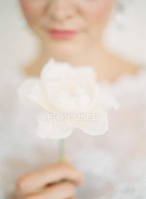 Bride holding fresh flower — Stock Photo
