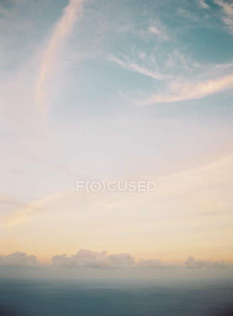 Schönen Himmel bei Sonnenuntergang — Stockfoto
