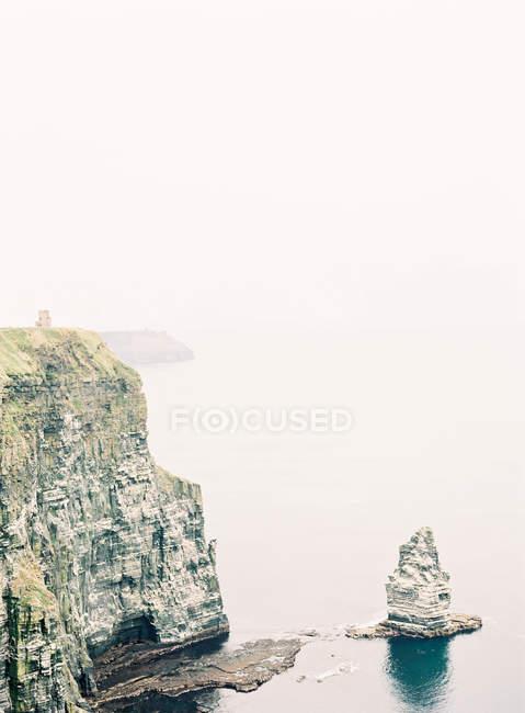 Sharp cliffs along coastal line — Stock Photo