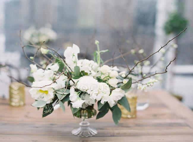 Arreglo floral de la boda - foto de stock
