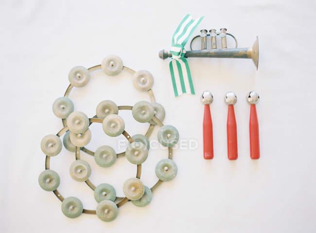 Рог с раздели ленты и ударных инструментов — стоковое фото