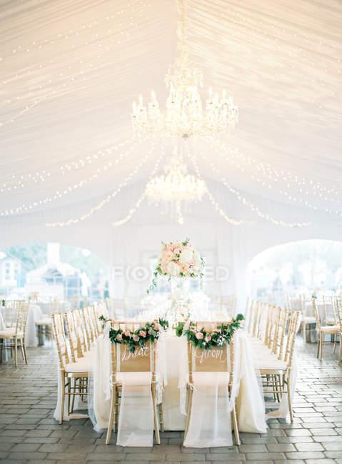 Mesa de boda en Pabellón de luz - foto de stock