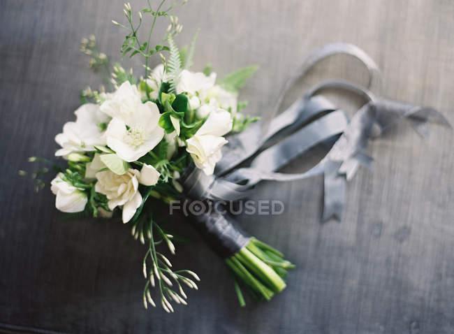 Bouquet Da Sposa Bianco.Bouquet Da Sposa Bianco Scure Colorato Stock Photo 157703656