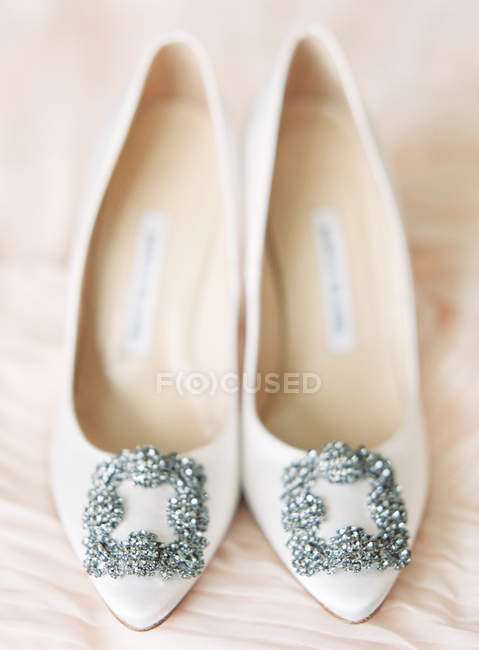 Bridal high-heeled shoes with gems — Stock Photo