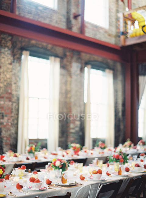 Dinner setting table decorated with fruits — Stock Photo