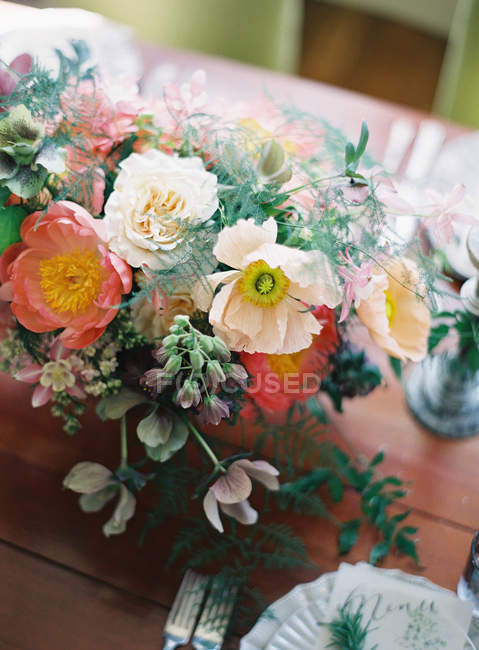 Beautiful bouquet on setting table — Stock Photo