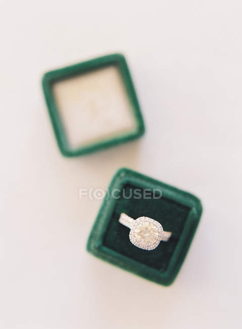 Wedding ring in silk velvet box — Stock Photo
