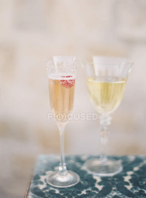 Champagne and white wine in glasses — Stock Photo