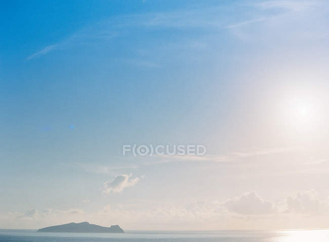 Ocean with tropical island on background — Stock Photo