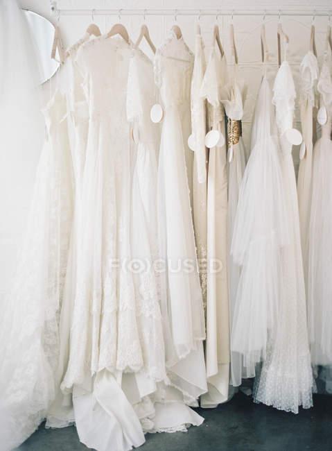Hochzeit Kleider Aufhängen Schöne Schönheit Stock Photo