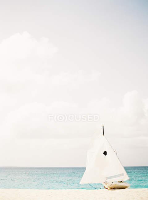 Віндсерфер Ріг на піщаному пляжі — стокове фото