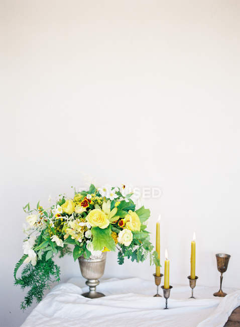 Bouquet of flowers and candles — Stock Photo